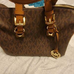 Barrell handbag